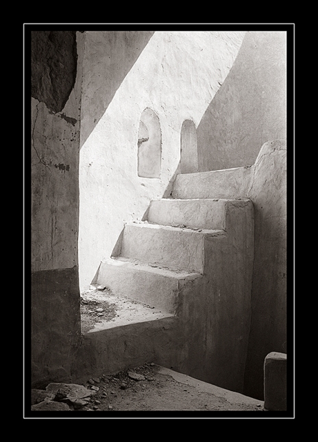 steps-fort-Al-'Awabi-toned