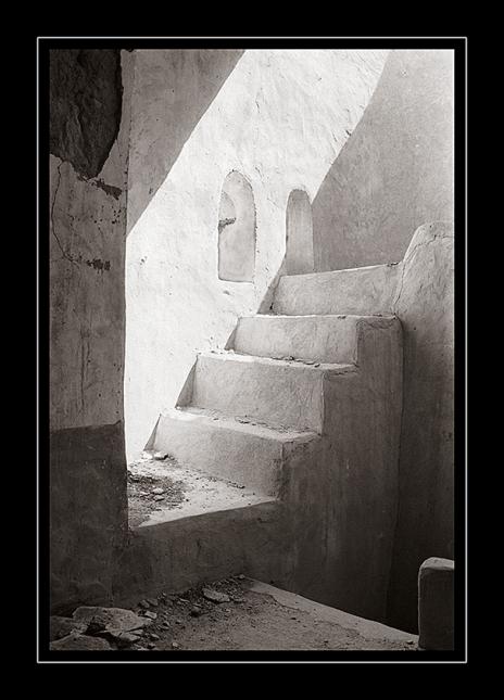 steps-fort-Al-'Awabi-toned