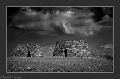 Tombs near Bat No2