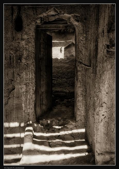 Derelict-Manah